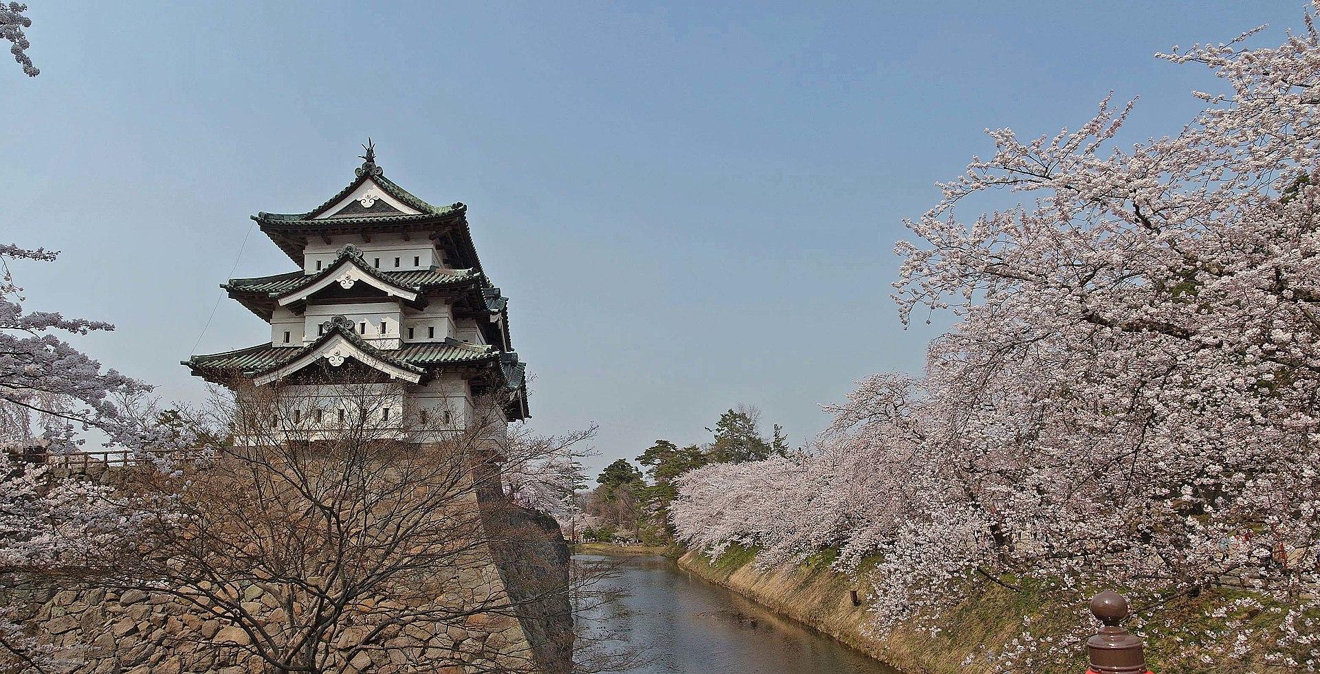弘前城_1920px-Hirosaki_castle_,_弘前城_-_panoramio_(4).jpg