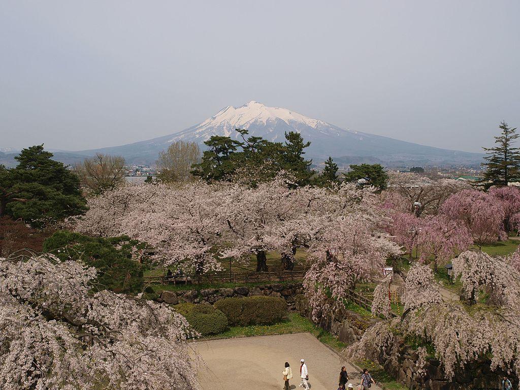 弘前城_Hirosaki_castle_-_panoramio_(7).jpg