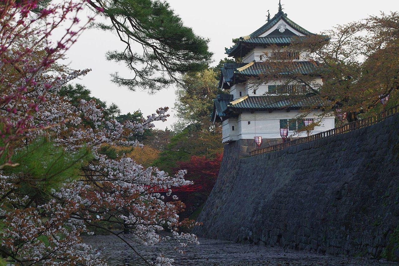 弘前城_Shimoshiroganecho,_Hirosaki,_Aomori_Prefecture_.jpg
