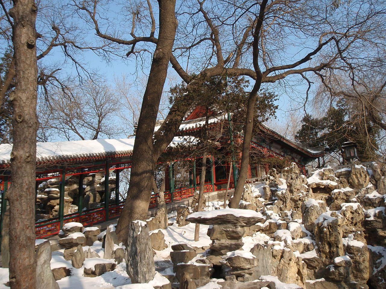 恭王府里的长廊和假山_-_panoramio.jpg