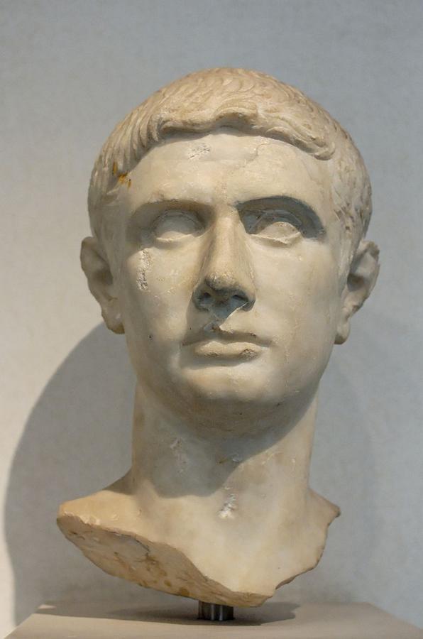1 в до-Portrait_Brutus_Massimo.jpg