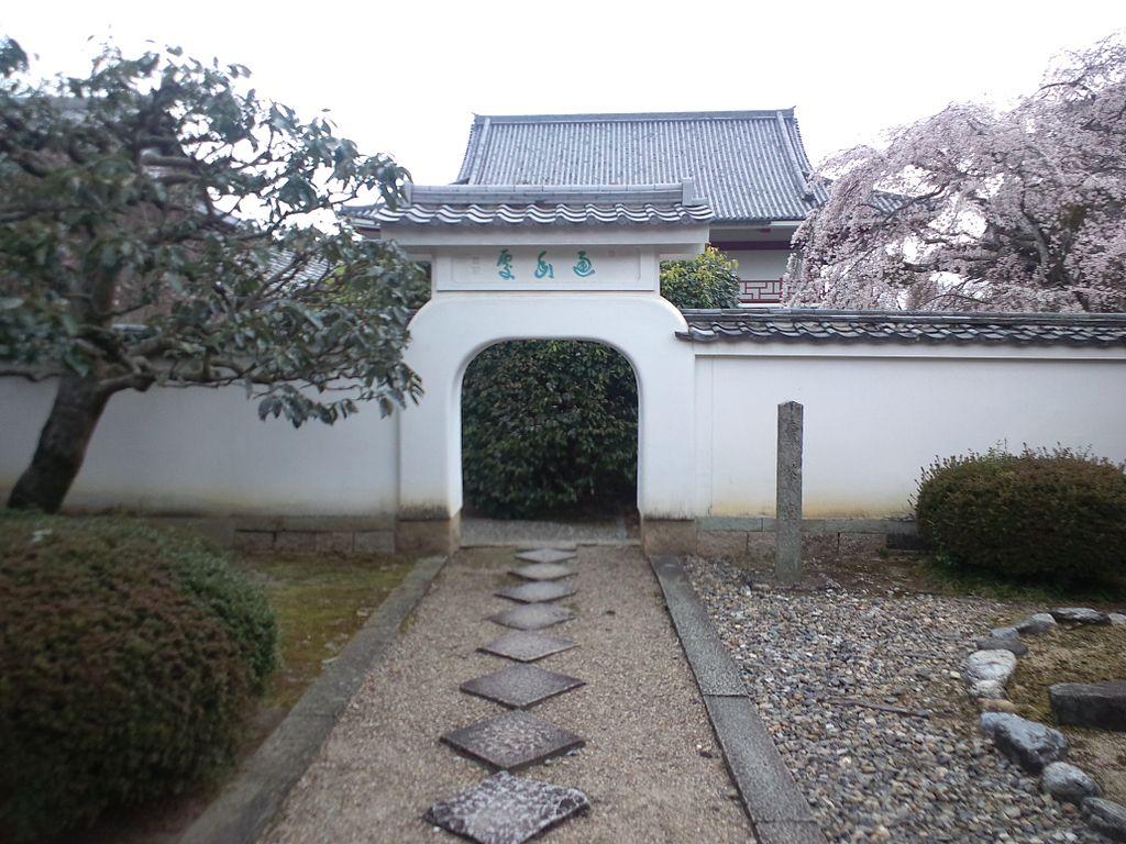 1024px-Ôbaku-san_Manpuku-ji_Buddhist_Temple_-_Maisa-dô.jpg