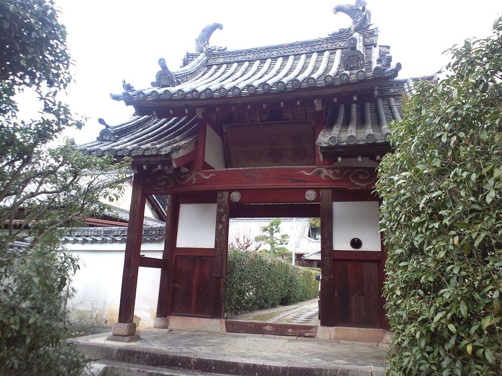 1024px-Ôbaku-san_Manpuku-ji_Buddhist_Temple_-_Omote-mon_Gate.jpg