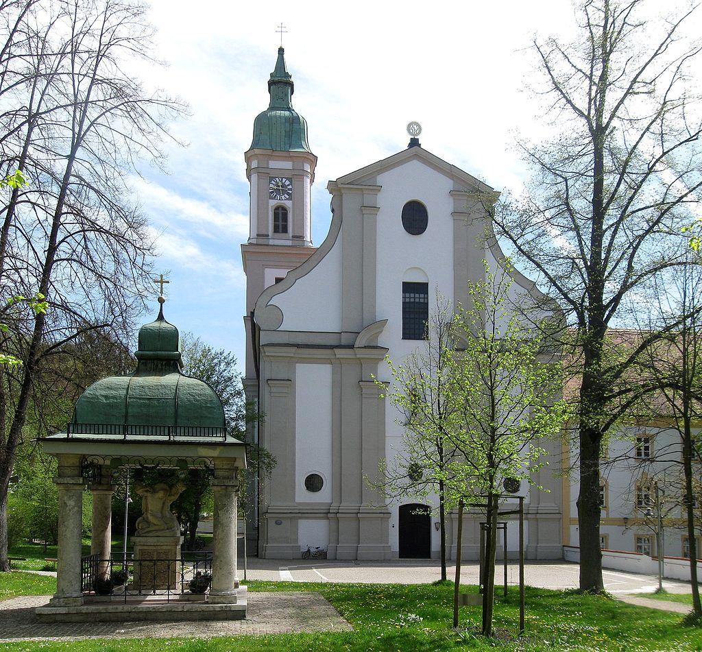 1024px-Alte_Poststraße_42_St._Peter_und_Paul_Kriegerdenkmal_Freising-1.jpg