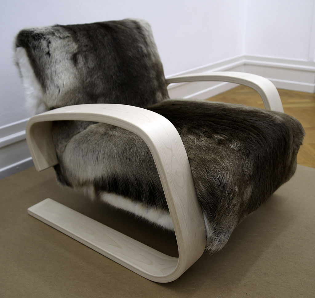 1024px-Alvar_Alto_-_Tank_Chair_(Armchair_400).jpg