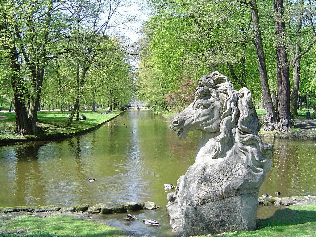 1024px-Bayreuth_Hofgarten_Neues_Schloss,_Wasserross_(Kopie),_04.05.06.jpg
