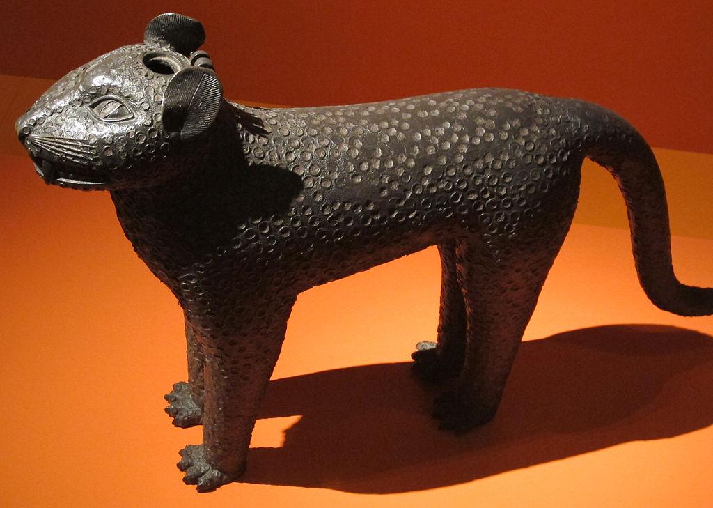1024px-Benin,_acquamanile_a_forma_di_leopardo,_XVIII_sec.JPG