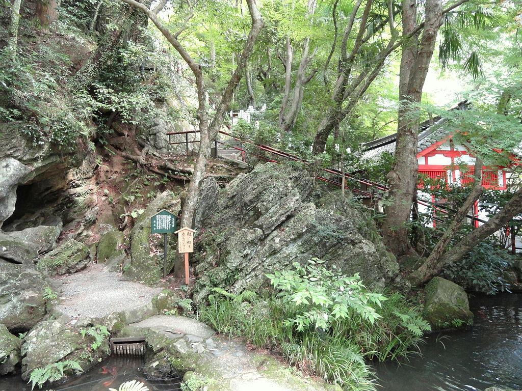 1024px-Cave_-_Ishiyamadera_-_Otsu,_Shiga_-_DSC07379.JPG