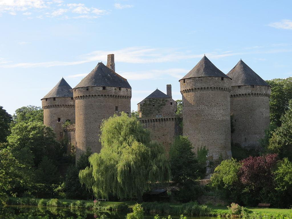 1024px-Château_de_Lassay_11.JPG