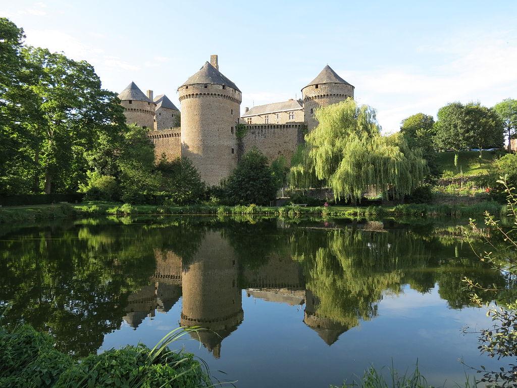 1024px-Château_de_Lassay_13.JPG
