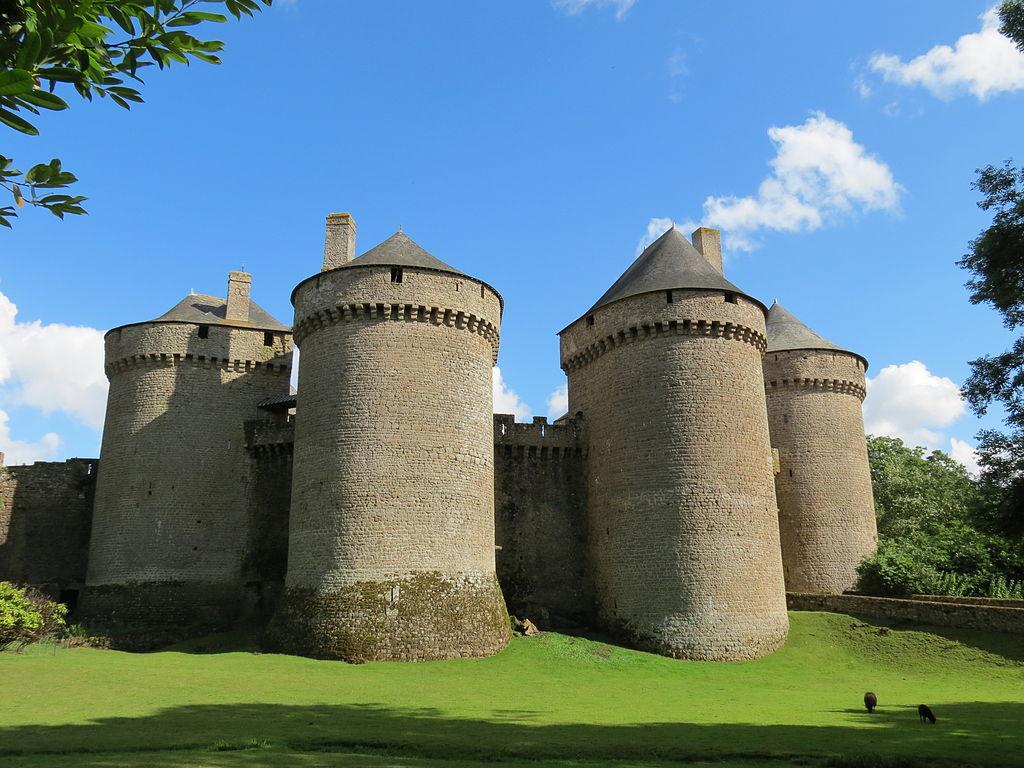 1024px-Château_de_Lassay_20.JPG
