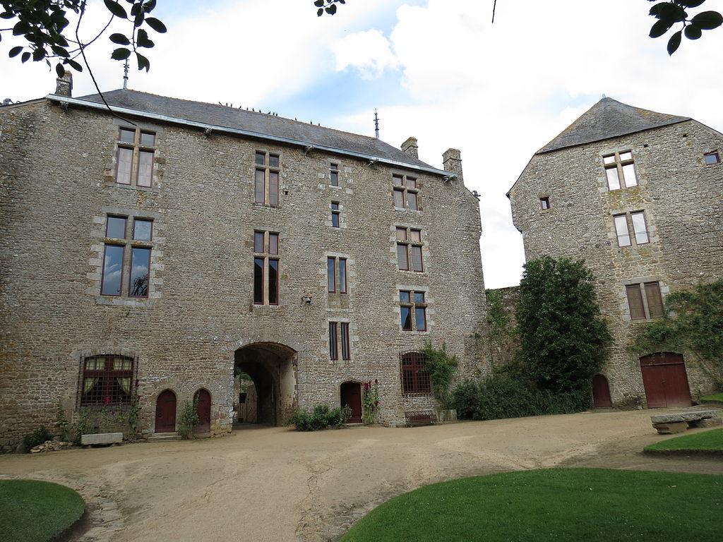 1024px-Château_de_Lassay_6.JPG