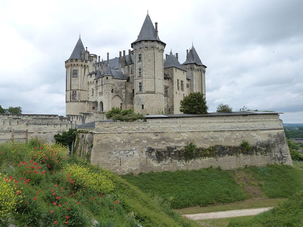 1024px-Château_et_son_enceinte_bastionnée.JPG