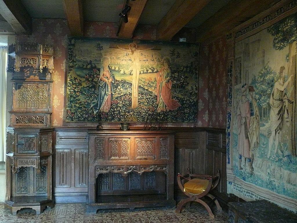 1024px-Chateau_de_Langeais_-_Chambre_de_parement.JPG