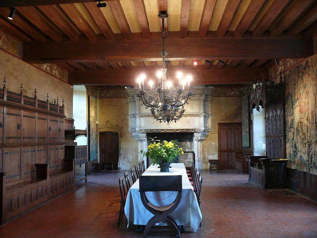 1024px-Chateau_de_Langeais_-_Salle_du_banquet.JPG