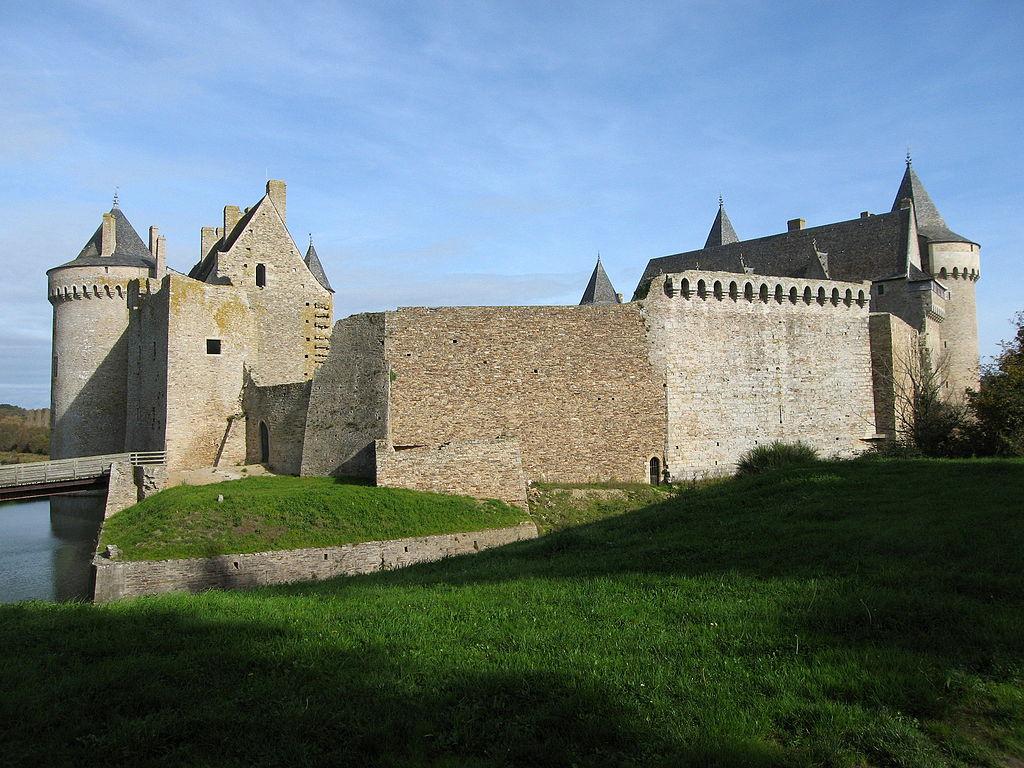 1024px-Chateau_de_Suscino_IMG_2038.jpg