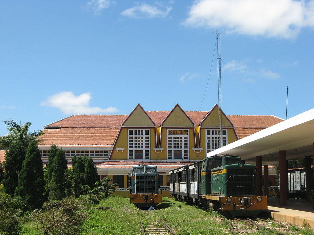 1024px-Da_Lat_train_station_29.jpg