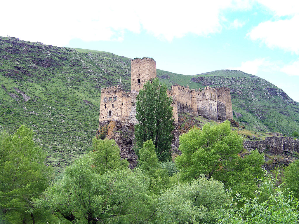 1024px-Fortress_of_Khertvisi.jpg