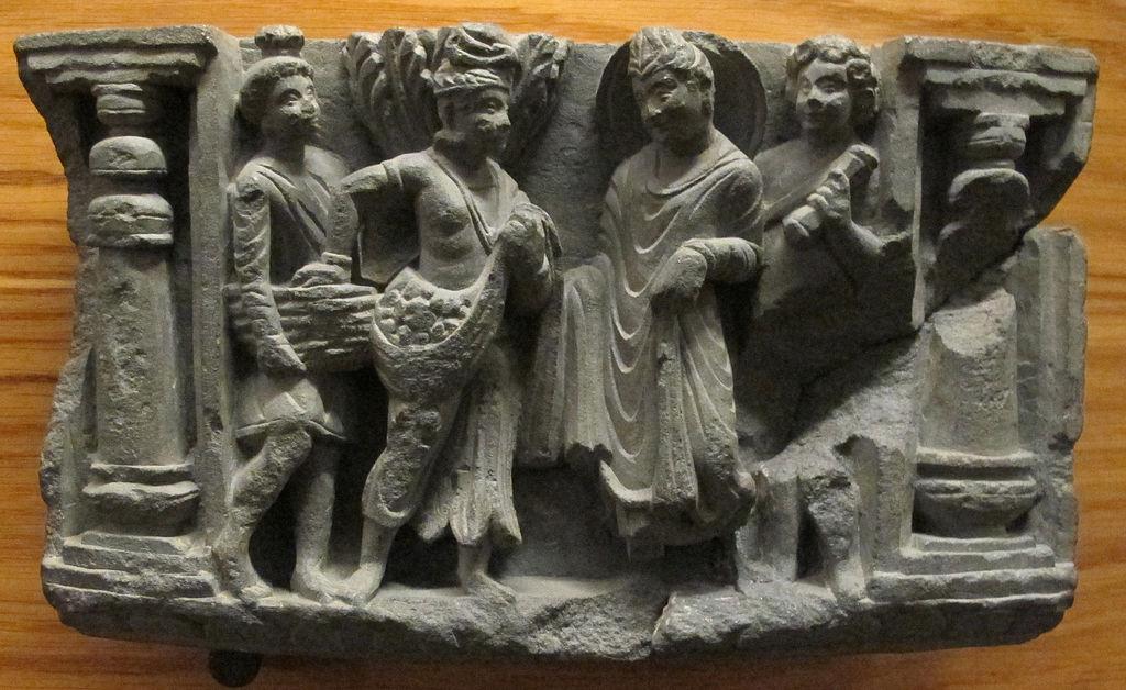 1024px-Gandhara,_rilievo_con_grande_partenza_di_buddha.JPG