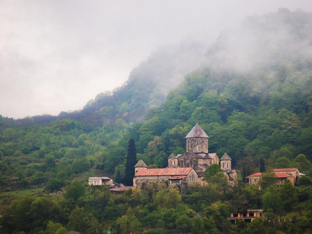 1024px-Gelati_Monastery_4.jpg