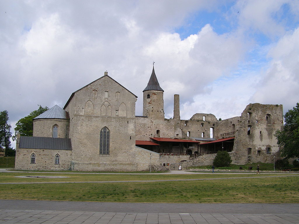 1024px-Haapsalu_Castle.jpg