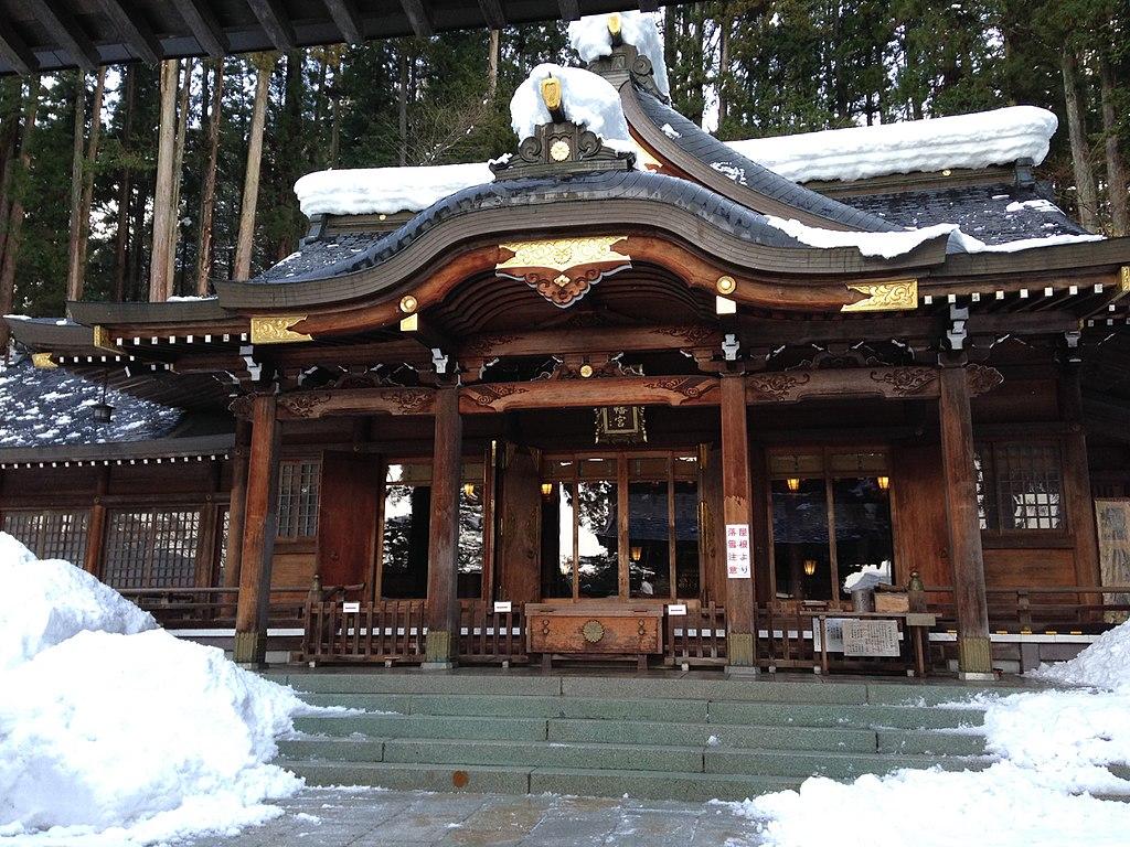 1024px-Haiden_of_Sakurayama_Hachiman_Shrine.JPG