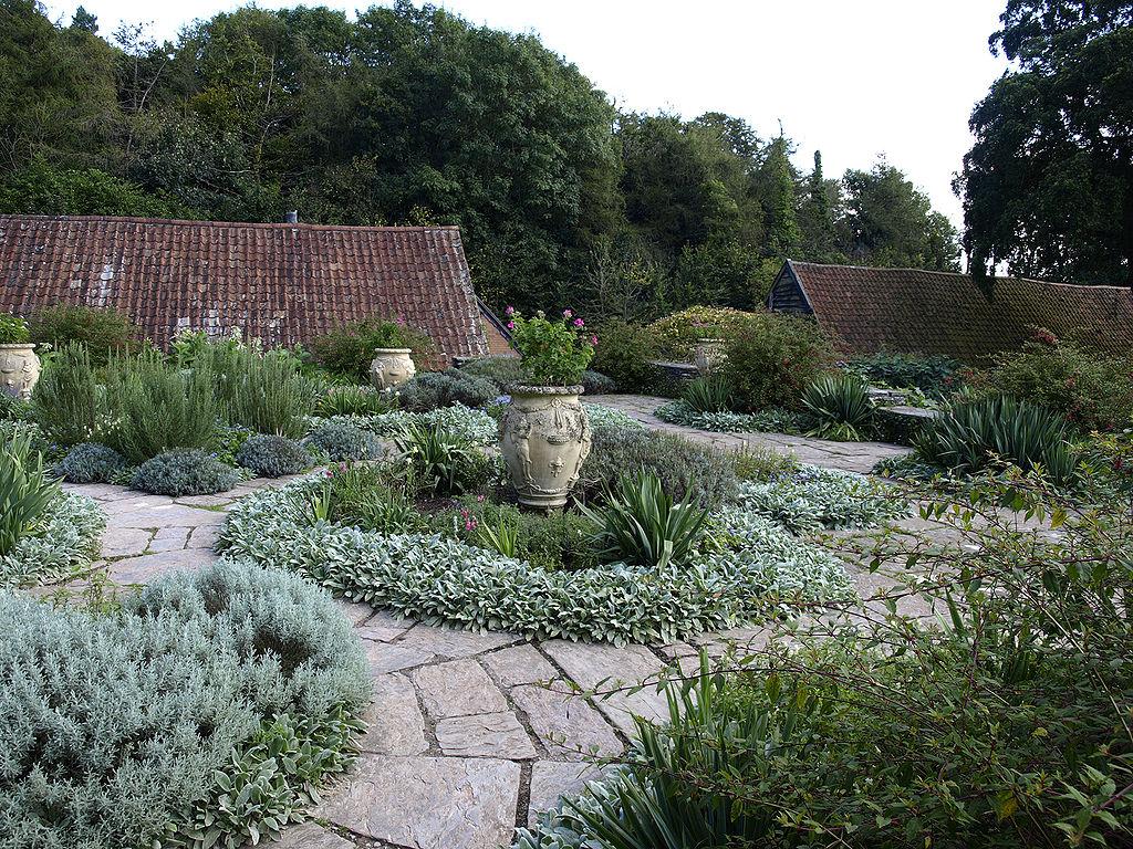 1024px-Hestercombe_Dutch_Garden1.jpg