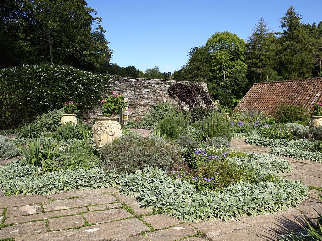 1024px-Hestercombe_Dutch_Garden2.jpg