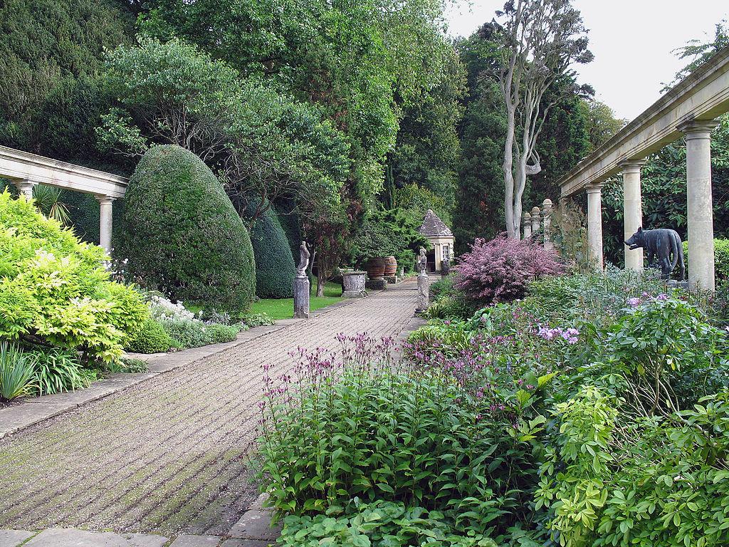 1024px-Iford_Manor_-_garden_06.jpg