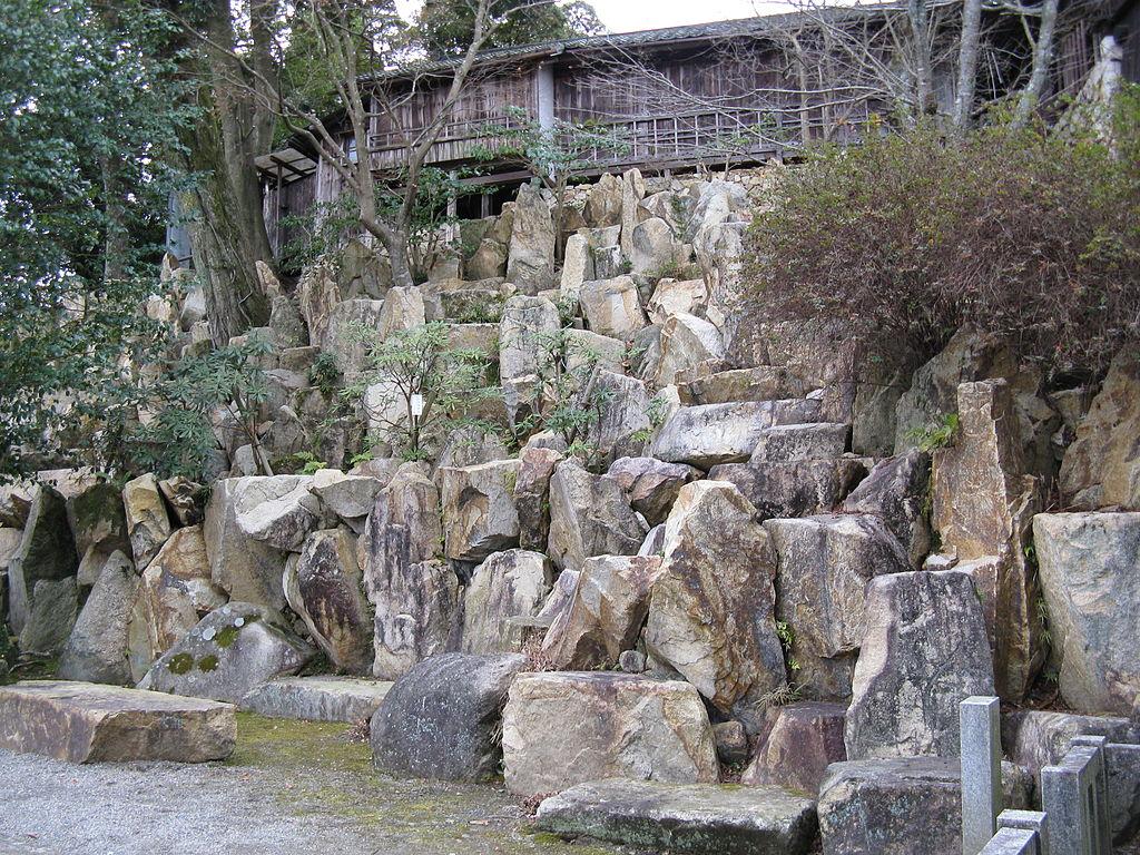 1024px-Ishiyamadera_teien1.jpg