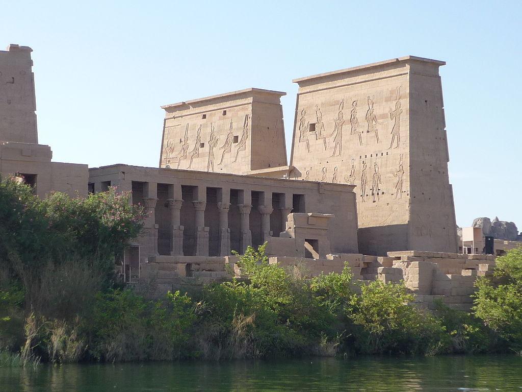 1024px-Isis_temple_Philae2.JPG