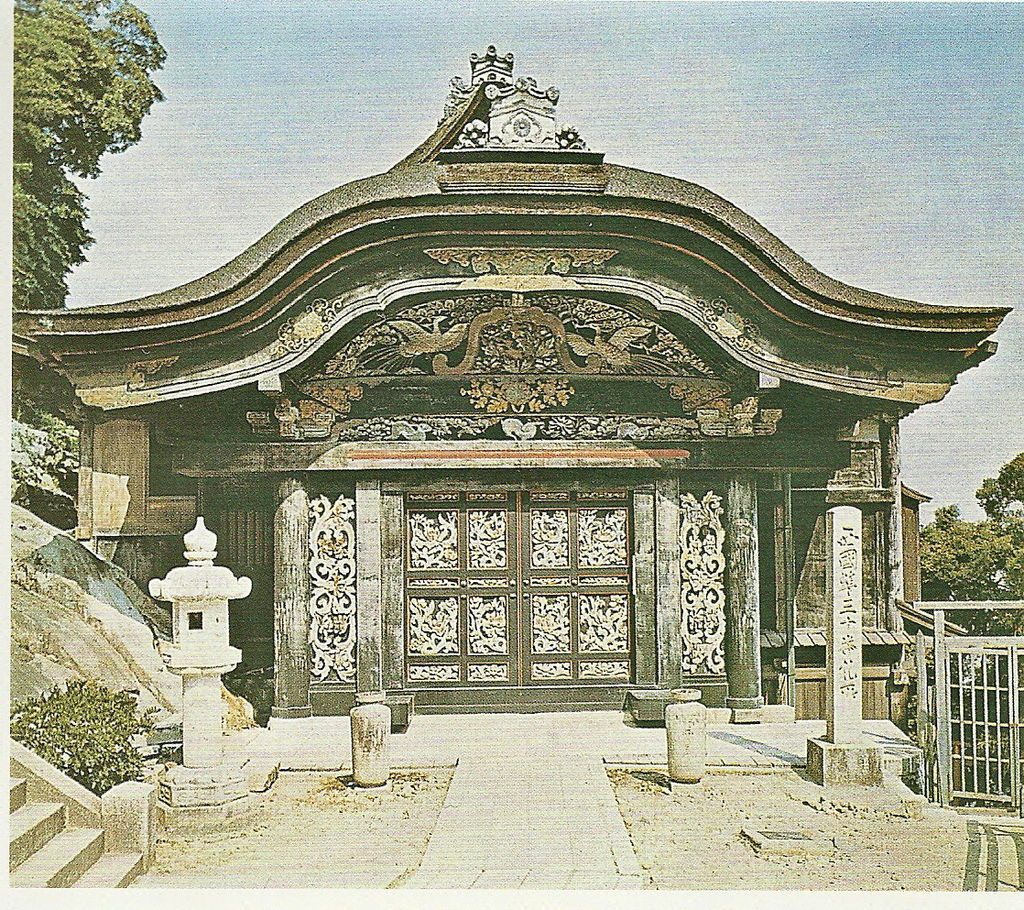 1024px-Karamon_Gate_Side_1.jpg