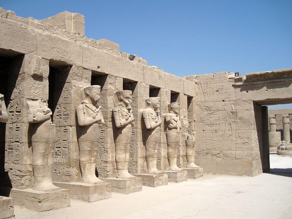1024px-Karnak_Tempel_Ramses_III._09.JPG