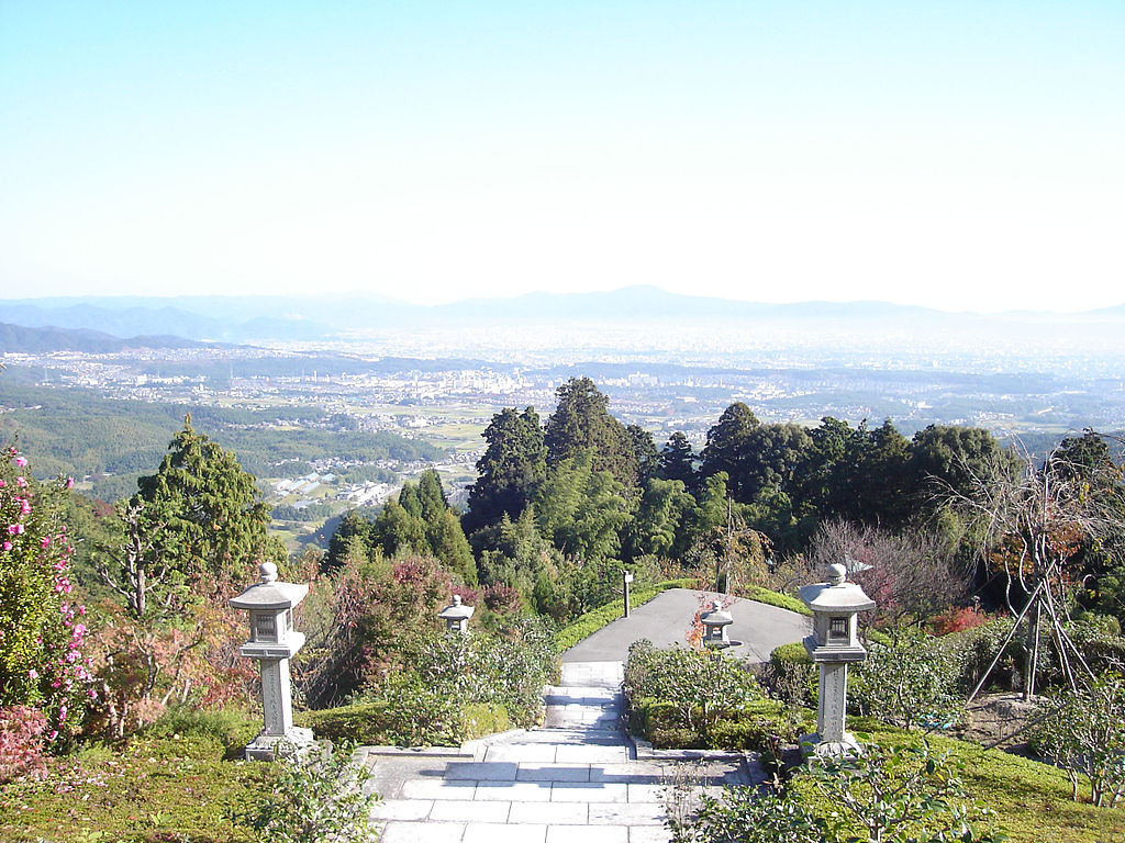 1024px-Kyoto_view_from_Yoshiminedera.jpg