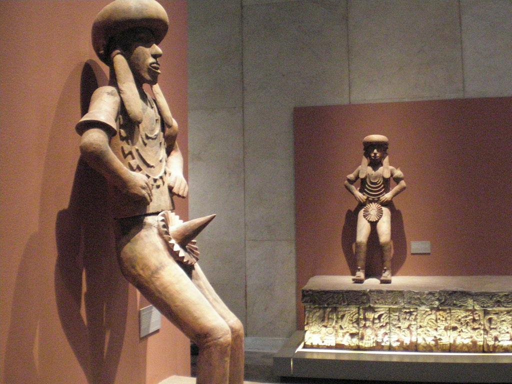 1024px-Mexico_-_Museo_de_antropologia_-_Chapeau_pointu.jpg