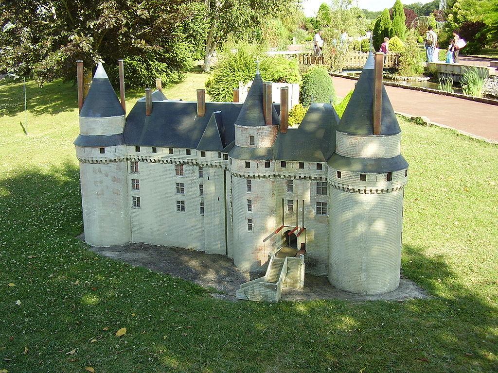 1024px-Mini-Châteaux_Val_de_Loire_2008_434.JPG