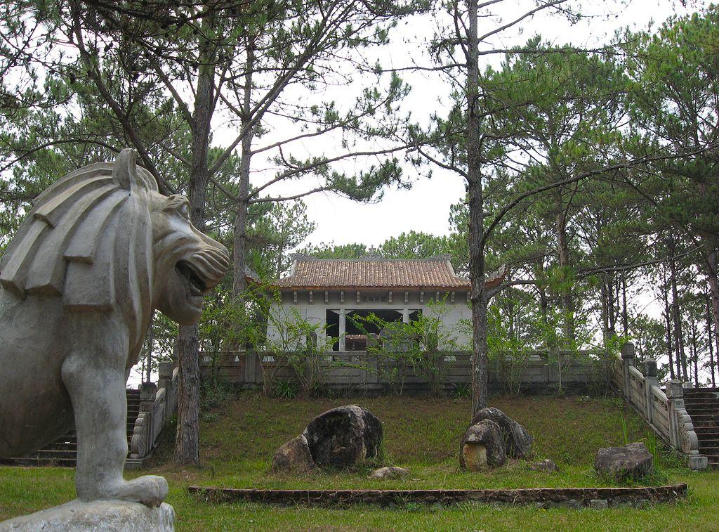 1024px-Nguyen_Huu_Hoa_Mausoleum_19. 1939.jpg