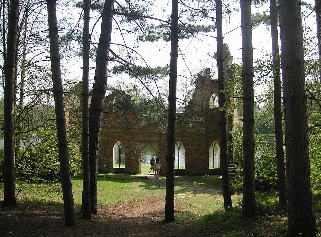 1024px-Painshill_Park_004_Ruined_Abbey.JPG