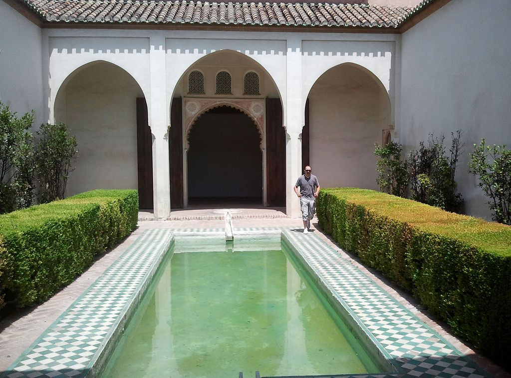 1024px-Patio_interior_de_la_Alcazaba_de_Málaga.jpg