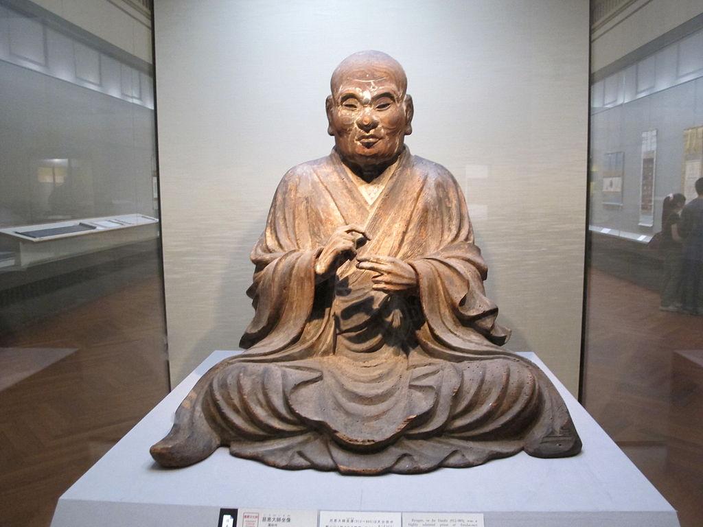 1024px-Periodo_kamakura,_jie_daishi_seduto,_1286.JPG