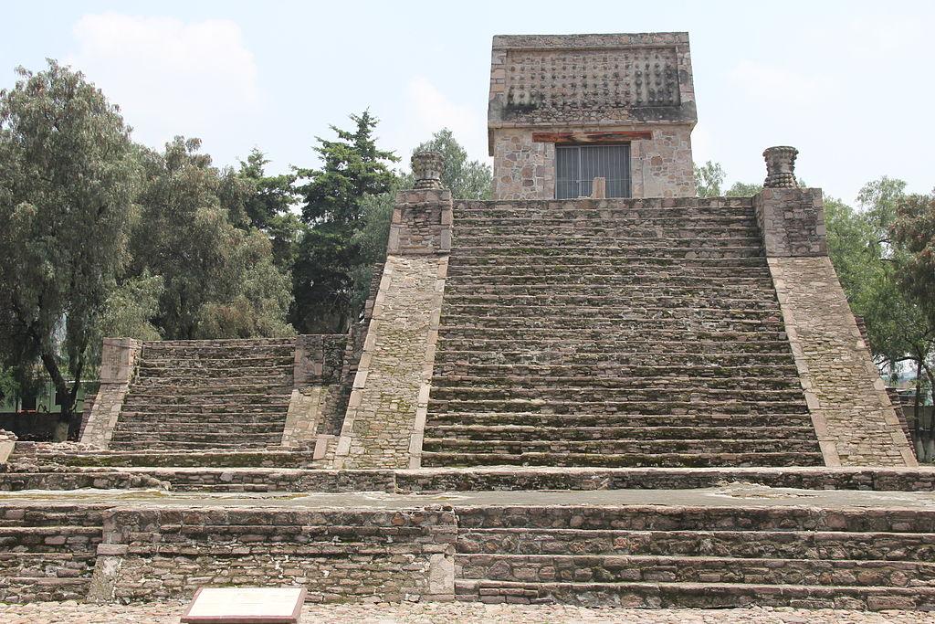 1024px-Pirámide_Santa_Cecilia_Acatitlán.JPG