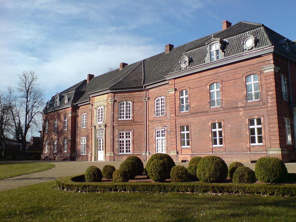 1024px-Prinzenhaus_Park_II.JPG