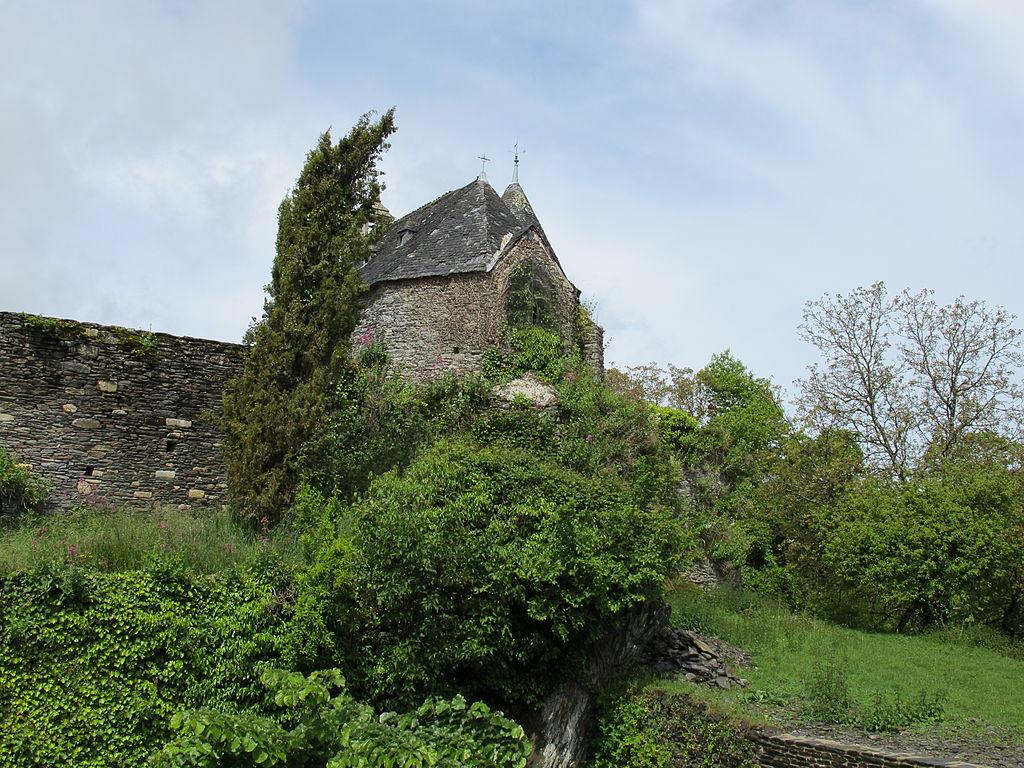 1024px-Rochefort-en-Terre_-_château_03.JPG
