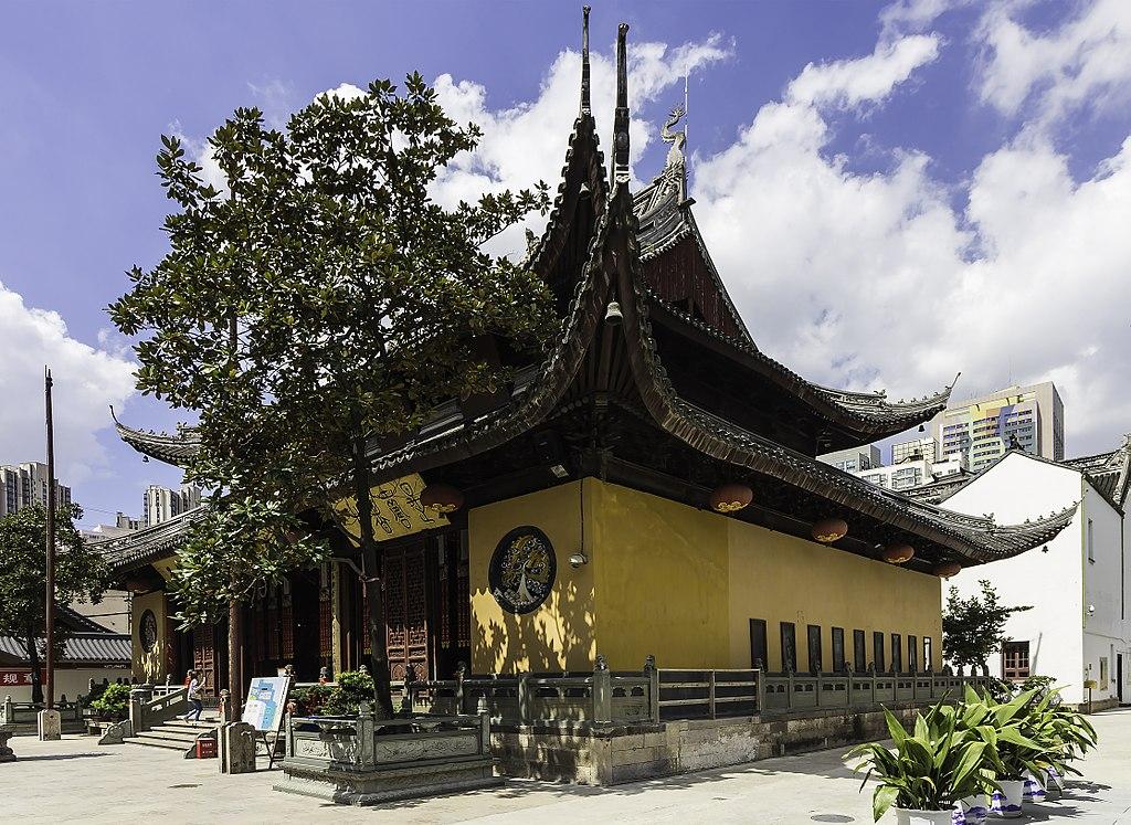 1024px-Shanghai_-_Jade_Buddha_Temple_-_0010.jpg
