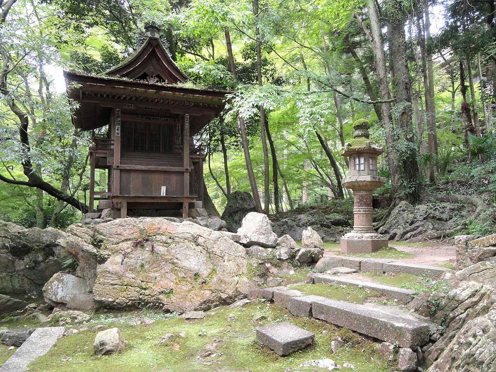 1024px-Shrine_-_Ishiyamadera_-_Otsu,_Shiga_-_DSC07459.JPG