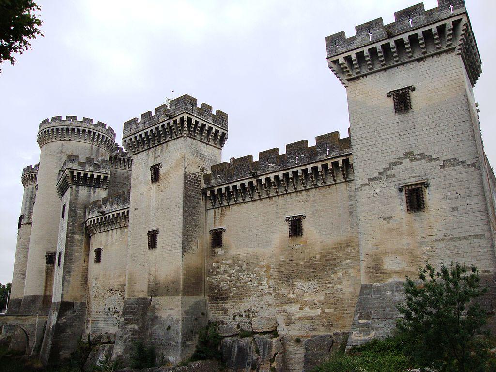 1024px-Tarascon_(Bouches-du-Rhône,_Fr)_le_château.JPG