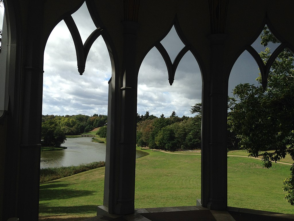 1024px-View_across_lake_through_arches_of_Gothic_Temple,_Painshill.jpg