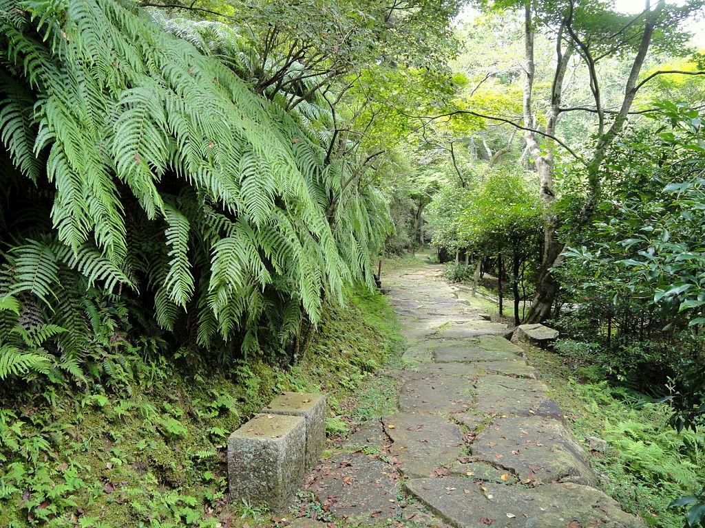 1024px-Walkway_-_Ishiyamadera_-_Otsu,_Shiga_-_DSC07399.JPG
