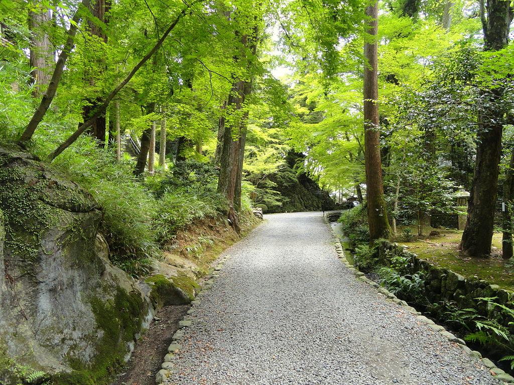 1024px-Walkway_-_Ishiyamadera_-_Otsu,_Shiga_-_DSC07453.JPG