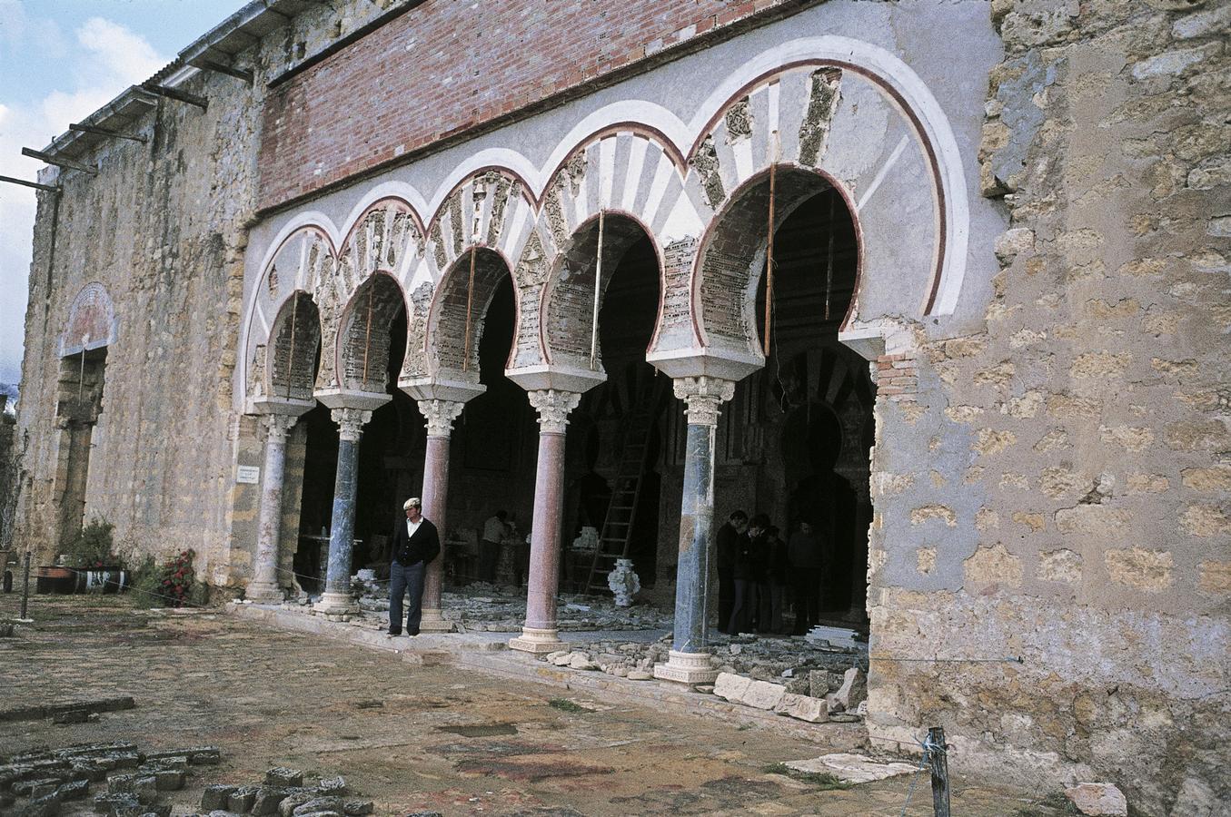 10dSalon-Rico-i-Madinat-al-Zahra-paladskompleks_-Spanien.-HMH.jpg